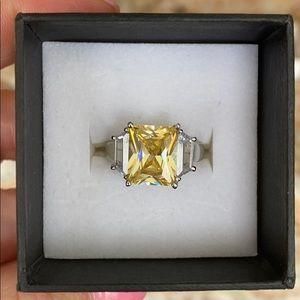 Jewelry - Beautiful yellow diamonique style ring!